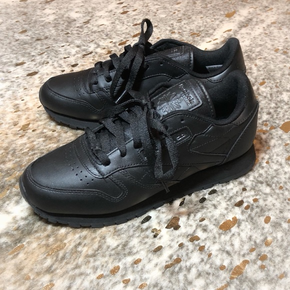 33ddcb3636 Reebok Classic All Black Leather Sneaker, Womens 7